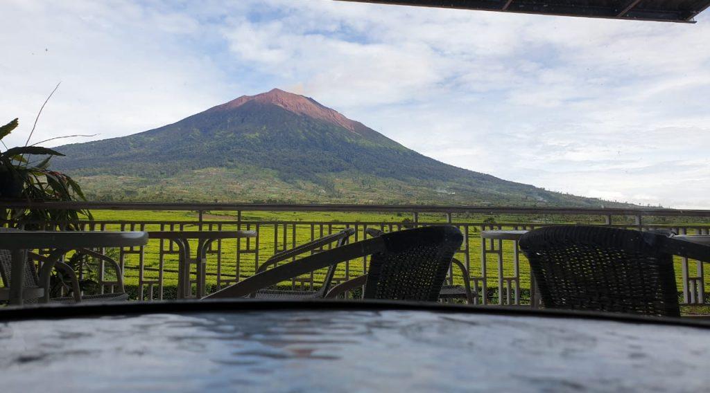 Menikmati View Gunung Kerinci dari Labora Guest House